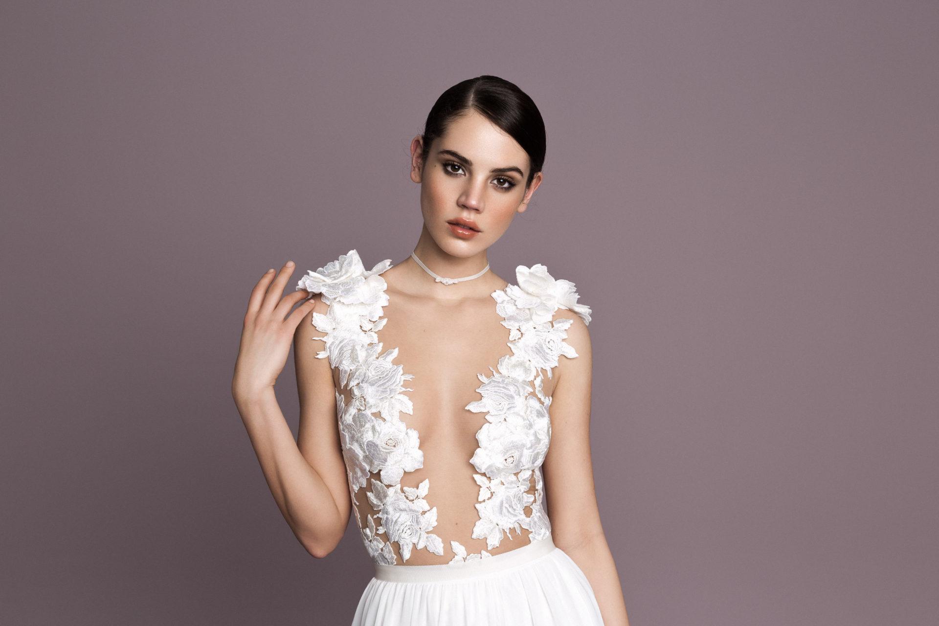 hangsúlyos-váll menyasszonyi ruha