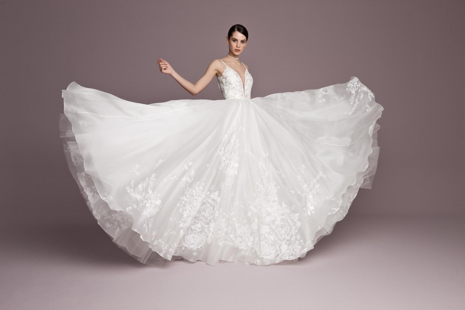 menyasszonyi-ruha-trendek-2019-hercegnos-3