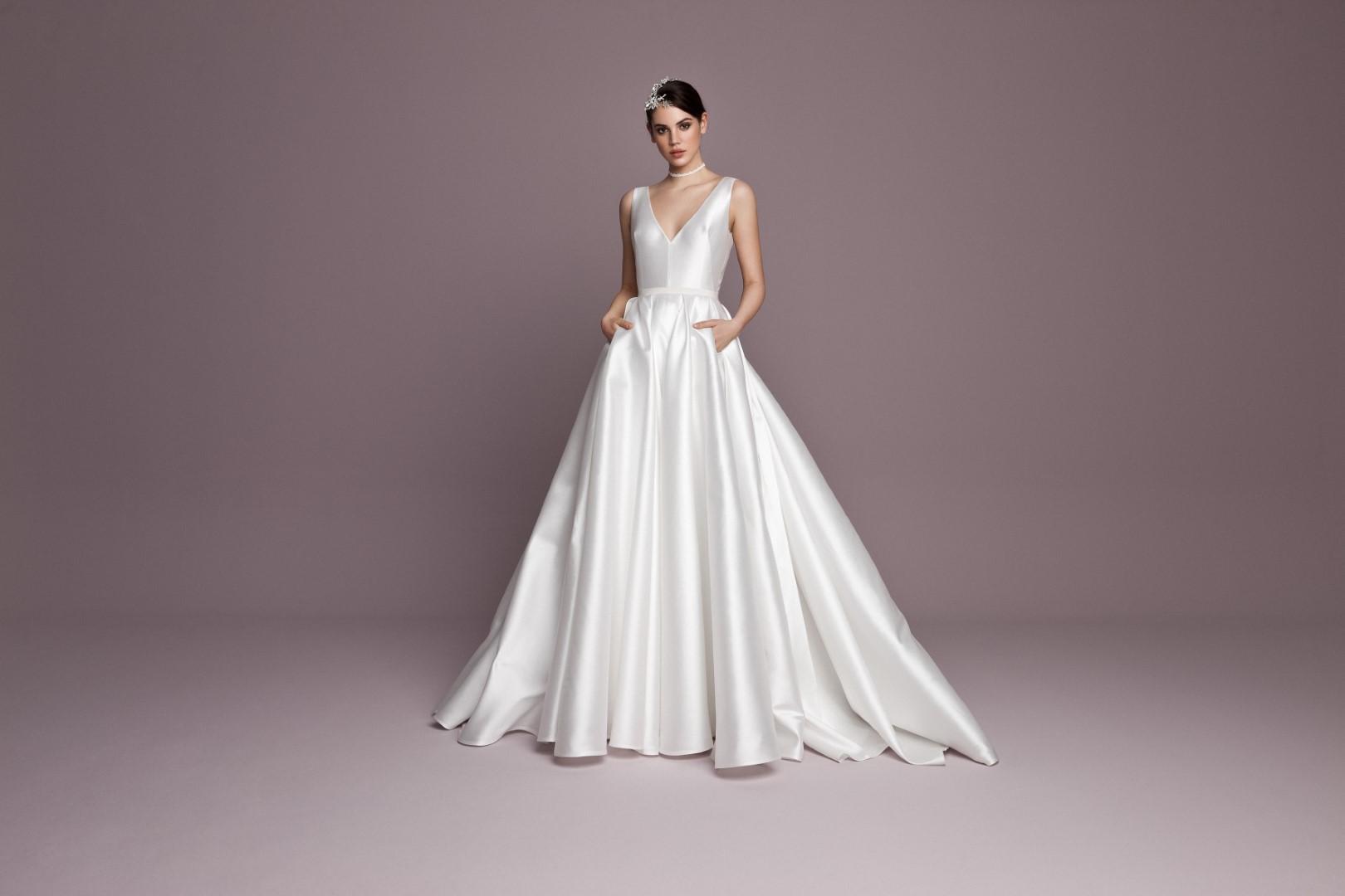 menyasszonyi-ruha-trendek-2019-minimal-6